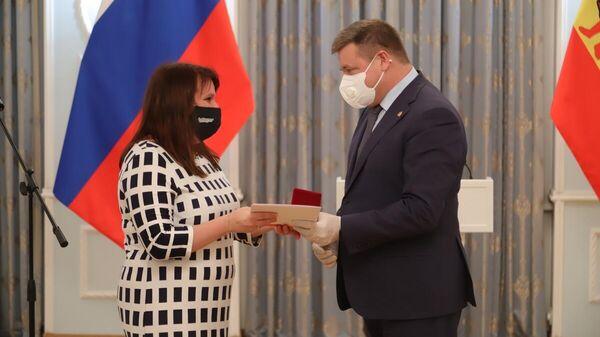 Рязанский губернатор наградил волонтеров, помогавших в борьбе с пандемией