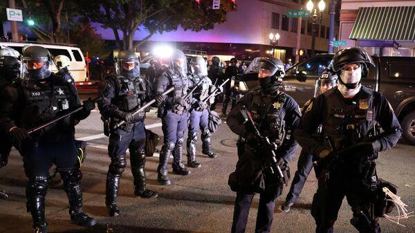 Полицейские во время акции протеста в Портленде