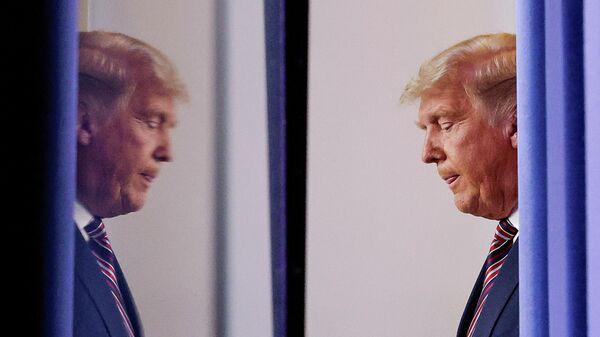 Президент США Дональд Трамп перед выступлением в Белом доме в Вашингтоне