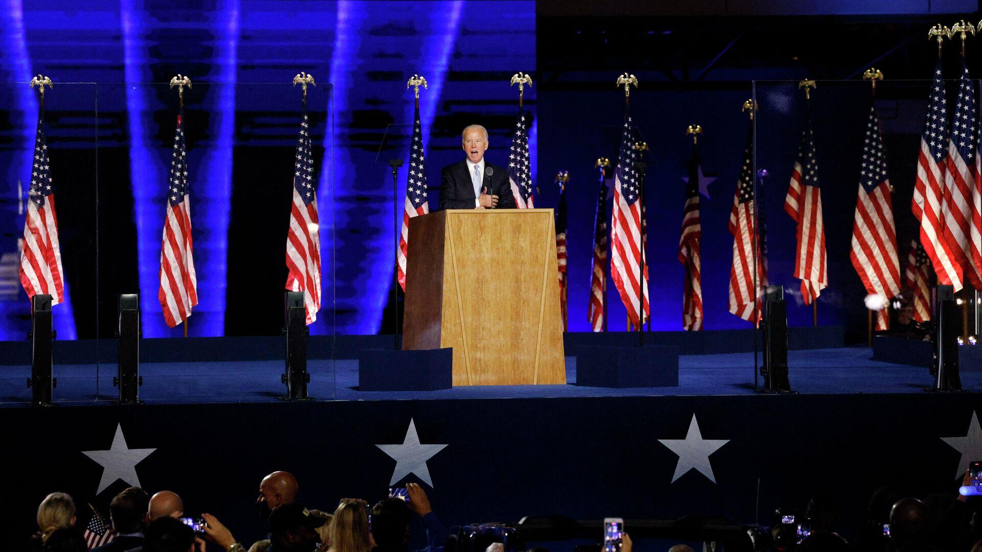 Кандидат в президенты США от Демократической партии Джо Байден выступает перед избирателями после того, как СМИ объявили, что Байден победил на выборах в США  - РИА Новости, 1920, 23.11.2020
