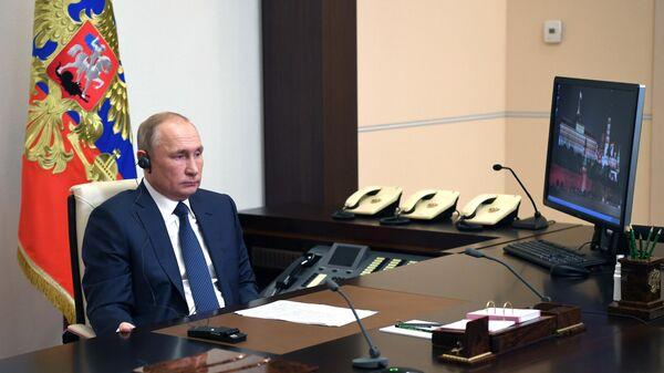 Президент РФ Владимир Путин во время встречи в режиме телемоста с президентом Сирии Башаром Асадом