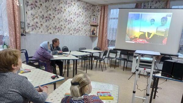 Жители Мезенского КЦСО во время онлайн-занятий в рамках проекта Доброе сердце