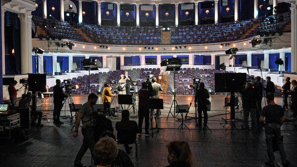 Онлайн-трансляция церемонии награждения театральной премии Золотая маска на сцене Музыкального театра имени Станиславского и Немировича-Данченко