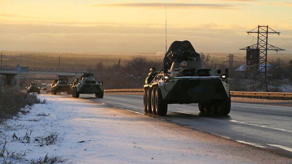 Колонна военной техники российских миротворцев в Самарской области на пути в Нагорный Карабах