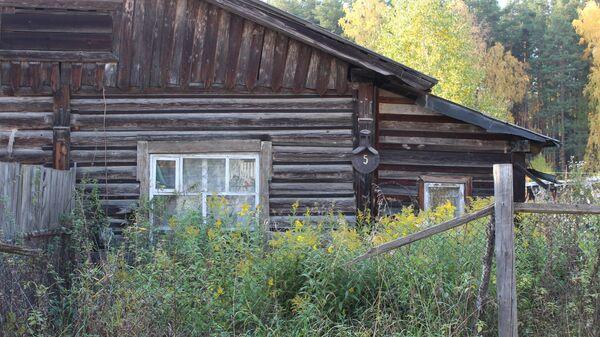 Один из домов в поселке-призраке