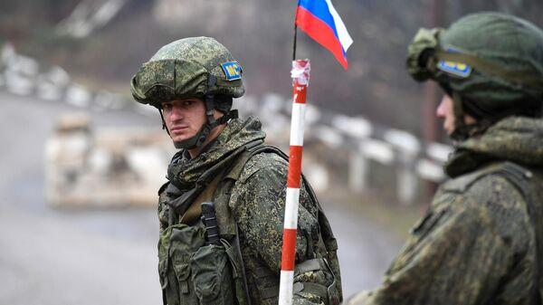 Российские миротворцы на блокпосту в Лачинском коридоре