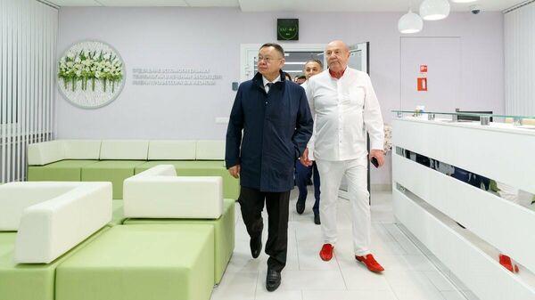 Глава Минстроя Ирек Файзуллин  в НМИЦ акушерства, гинекологии и перинатологии