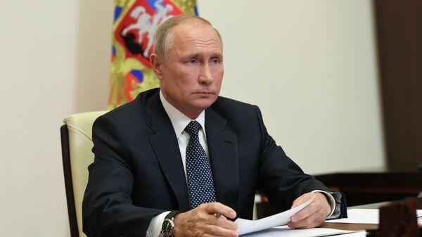 Президент РФ Владимир Путин проводит в режиме видеоконференции совещание по решению гуманитарных вопросов в районе Нагорного Карабаха