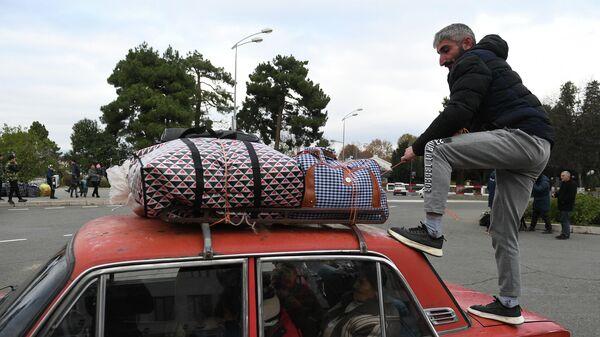 Беженцы, вернувшиеся домой в Степанакерт