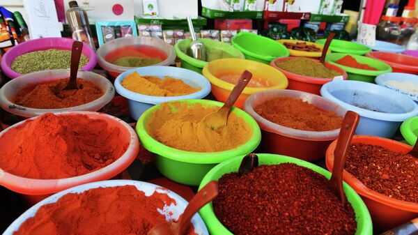 Продажа специй на рынке тунисского города Хаммам-Сусс