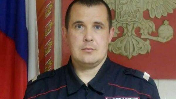 Сотрудник отдела вневедомственной охраны Росгвардии по г. Бийску старший сержант Евгений Потапов вынес из горящего дома 11-летнюю девочку и ее трехгодовалого брата