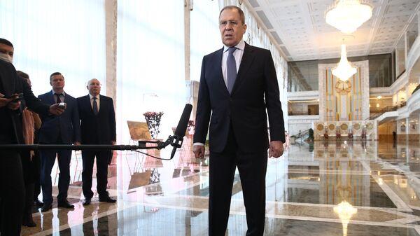 Министр иностранных дел России Сергей Лавров во время пресс-подхода после встречи с президентом Белоруссии Александром Лукашенко