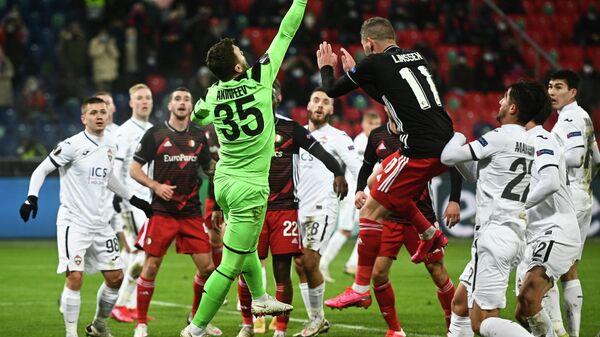 Игровой момент в матче 4-го тура Лиги Европы УЕФА сезона 2020/21 между ПФК ЦСКА (Россия, Москва) и ФК Фейеноорд (Нидерланды, Роттердам).