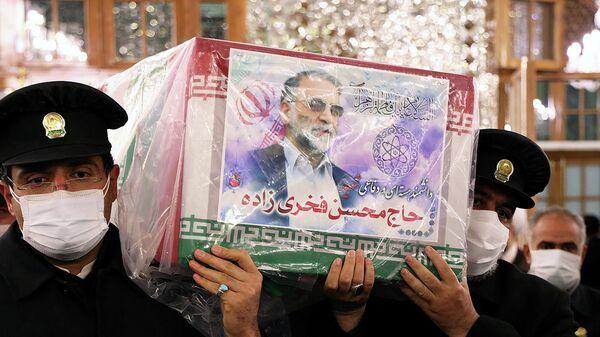 Церемония прощания с иранским ученым-ядерщиком Мохсеном Фахризаде в Мешхеде