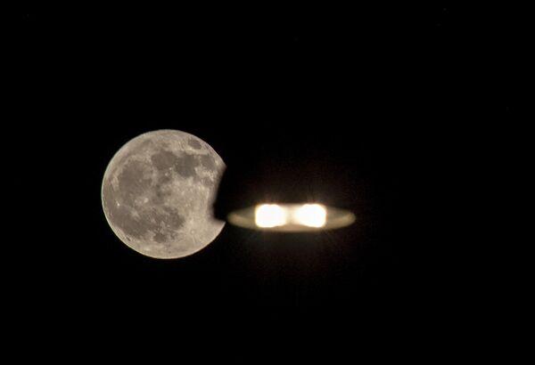 Бобровая луна из окна дома в Риме