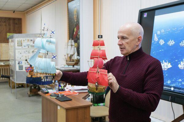 Андрей Родин рассказывает про морской бой. Музей Ушакова в Рыбинске