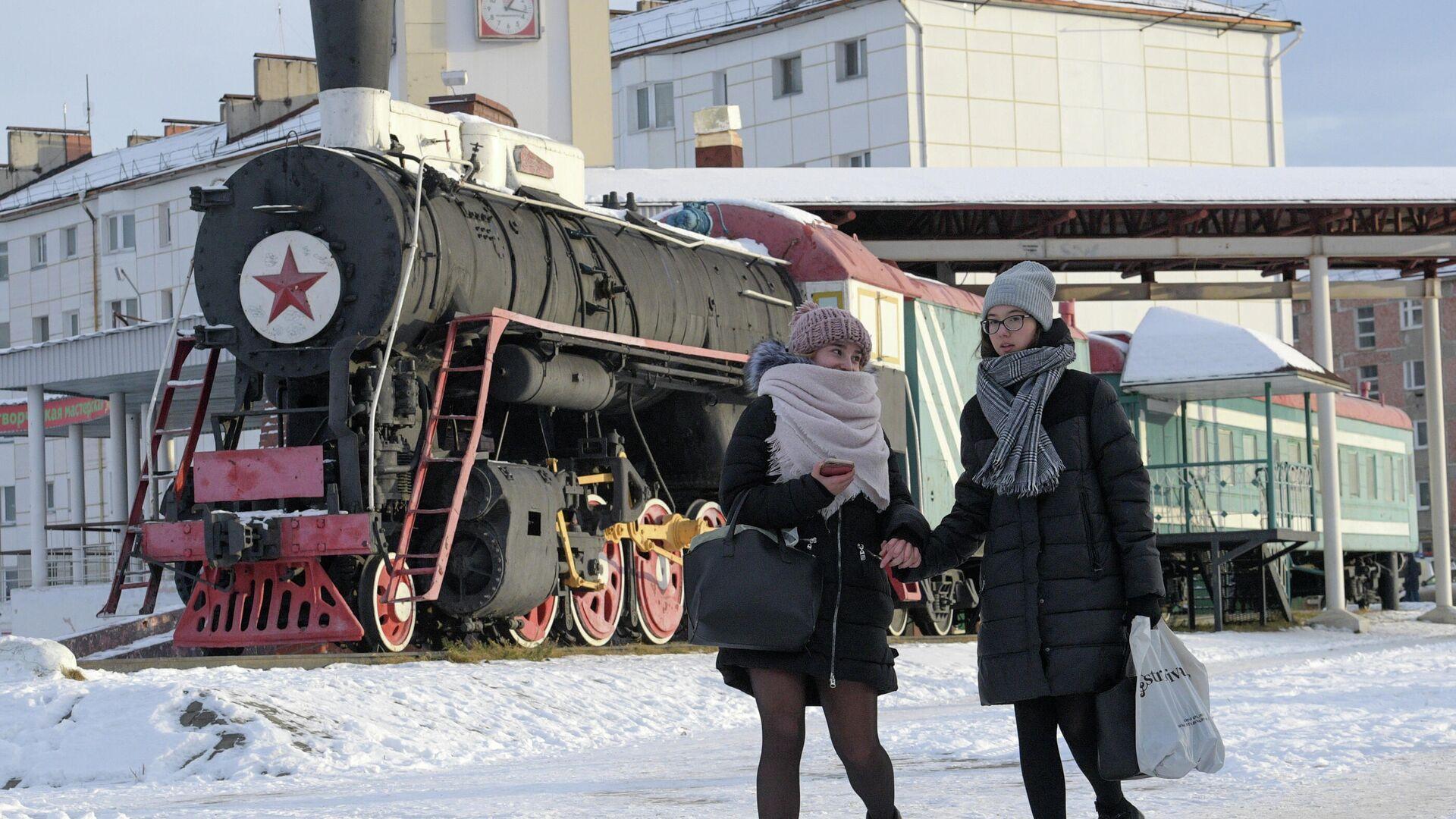Памятник паровозу серии Л в Урайске - РИА Новости, 1920, 03.12.2020