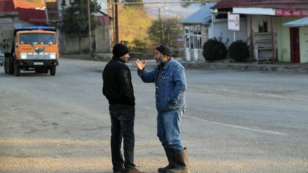 Местные жители на одной из улиц в городе Лачин (Бердзор) в Нагорном Карабахе