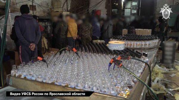 Под Ярославлем выявили подпольный алкогольный завод. Кадры СК РФ