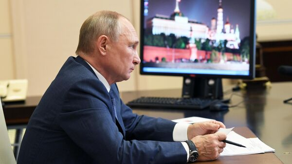 Президент РФ Владимир Путин принимает участие в открытии многофункциональных медцентров Минобороны России в режиме видеоконференции