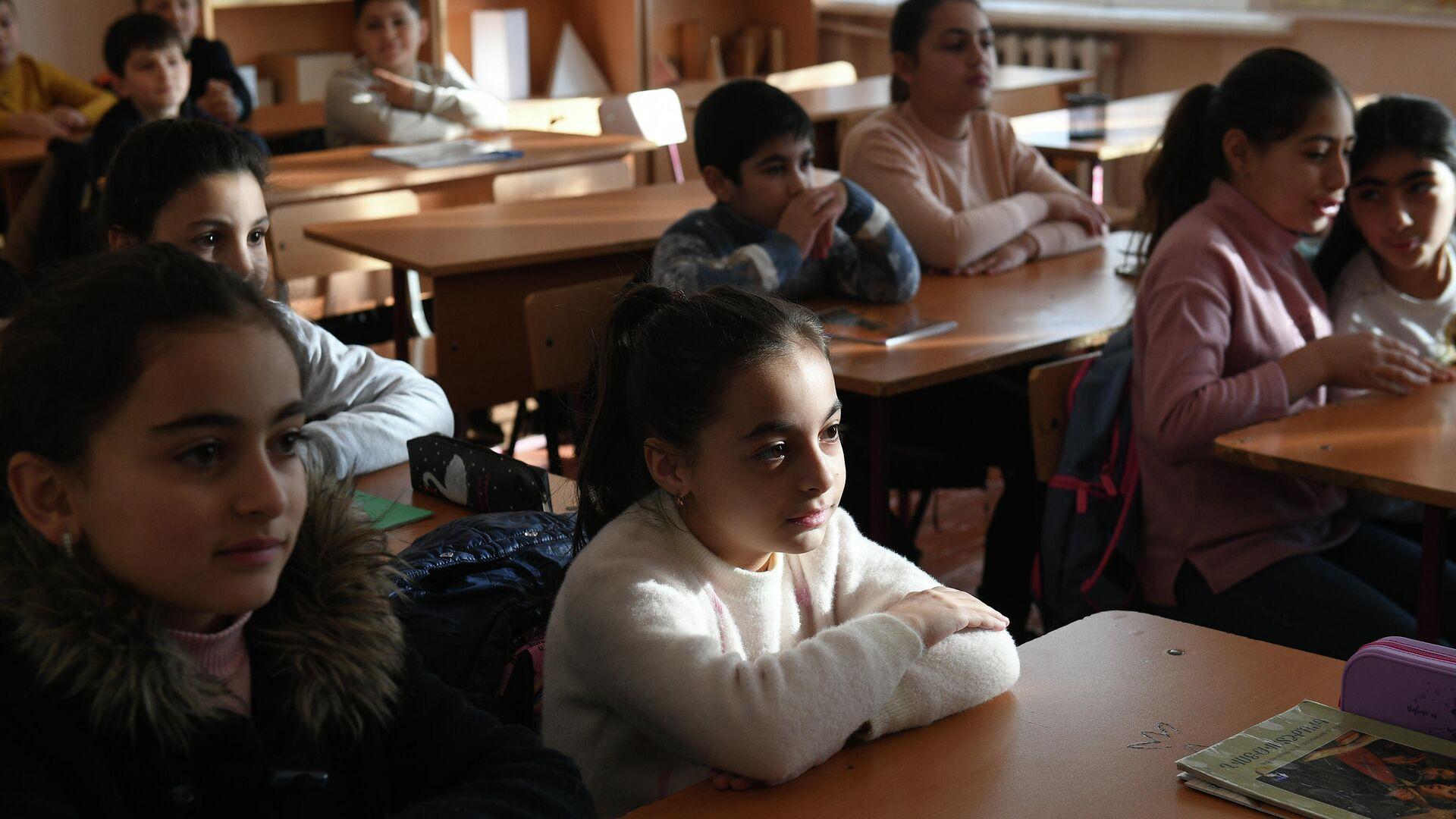 Учащиеся во время урока в общеобразовательной школе №8 Степанакерта - РИА Новости, 1920, 28.01.2021
