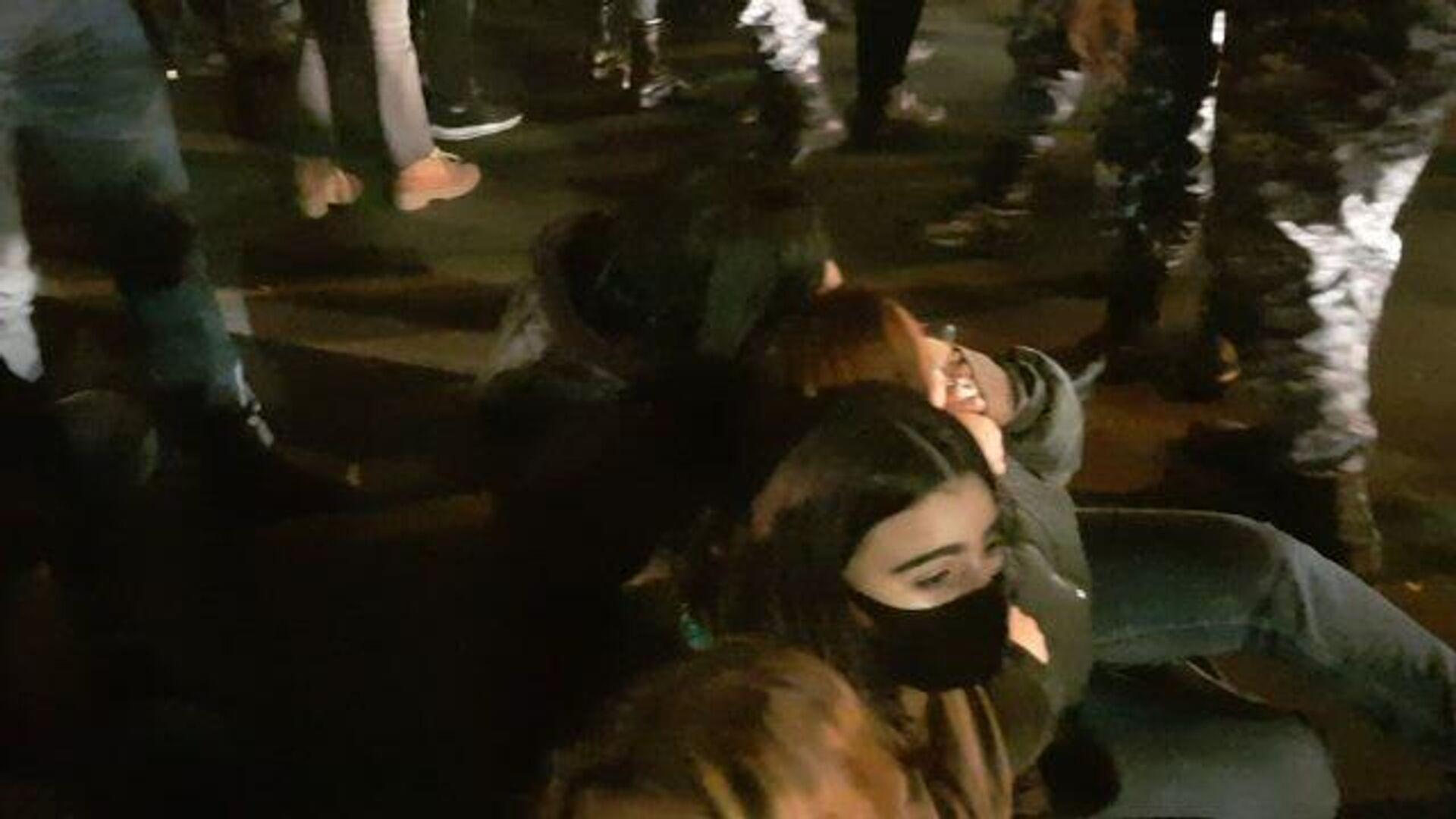 Протестующих начали задерживать на проспекте Тигран Мец в Ереване - РИА Новости, 1920, 03.12.2020