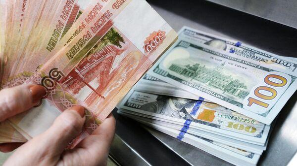Доллары США и рубли