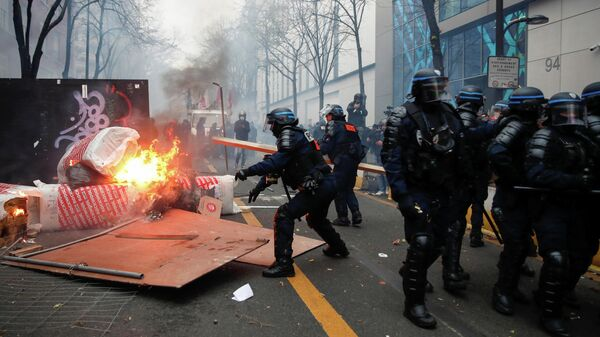 Полиция акции протеста против законопроекта О глобальной безопасности в Париже