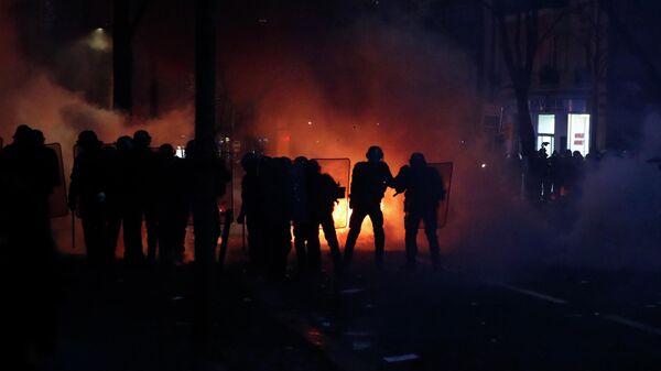 Полиция на акции протеста против законопроекта О глобальной безопасности в Париже
