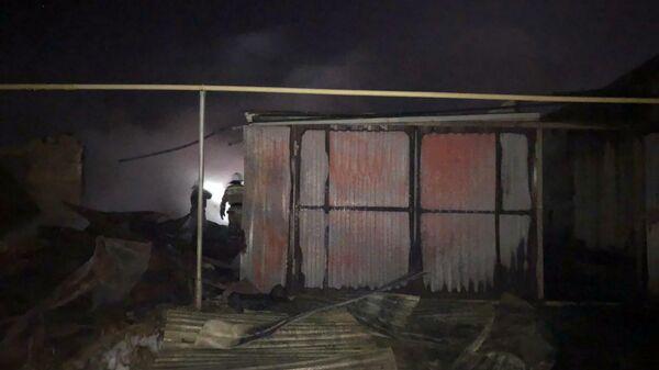 Тушение пожара в частном доме в Свердловской области