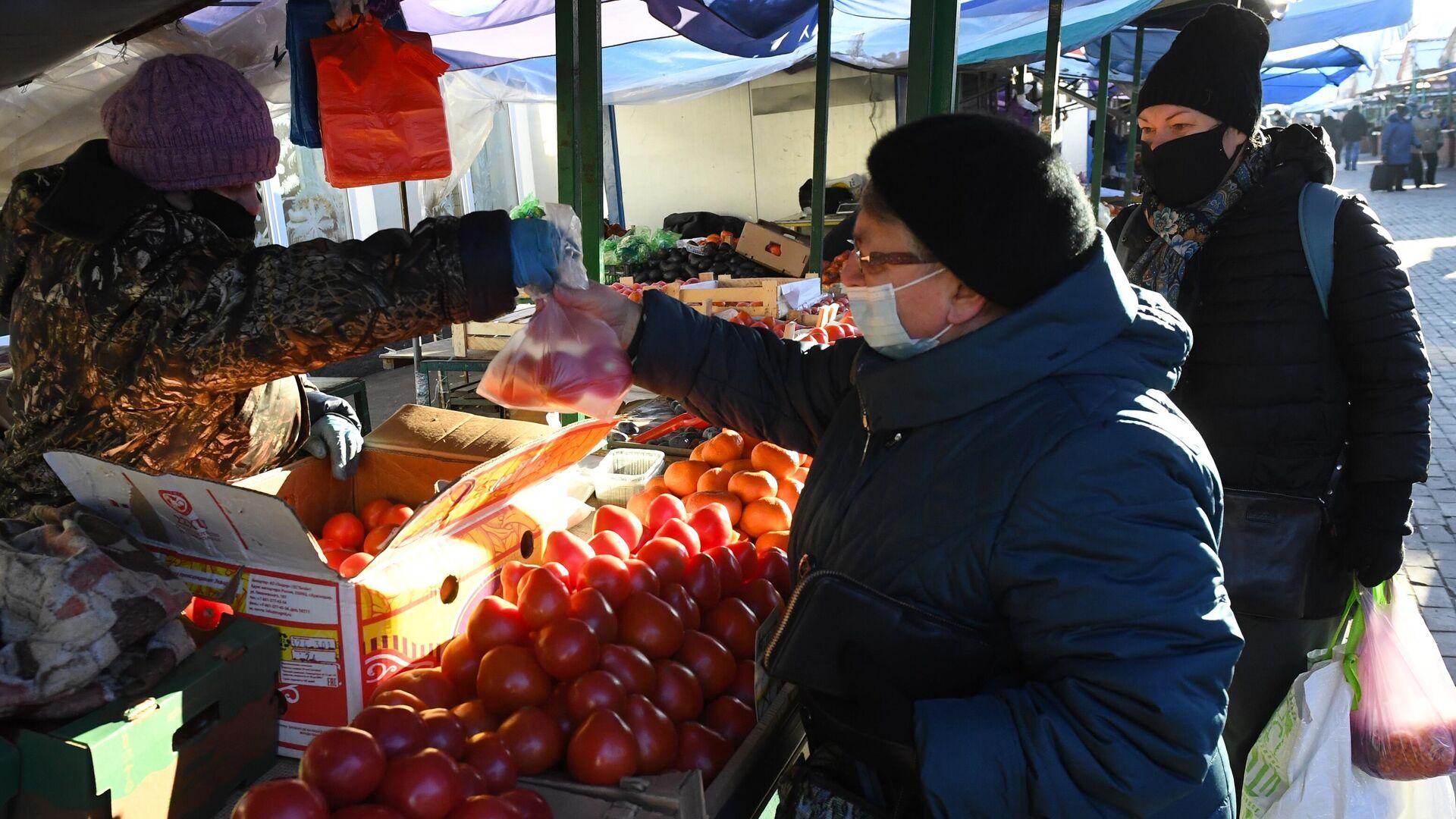 Продажа помидоров на Преображенском рынке в Москве - РИА Новости, 1920, 16.12.2020