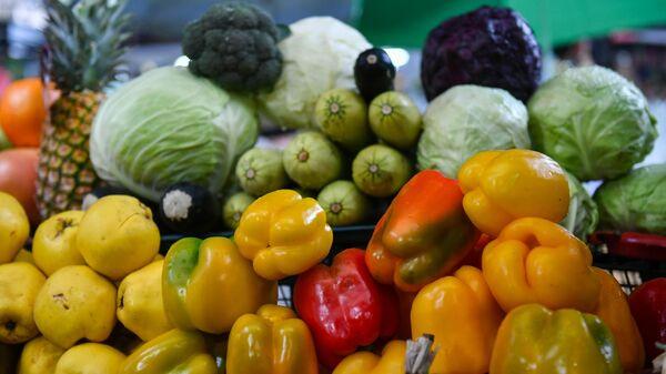 Продажа овощей и фруктов на Ялтинском овощном рынке