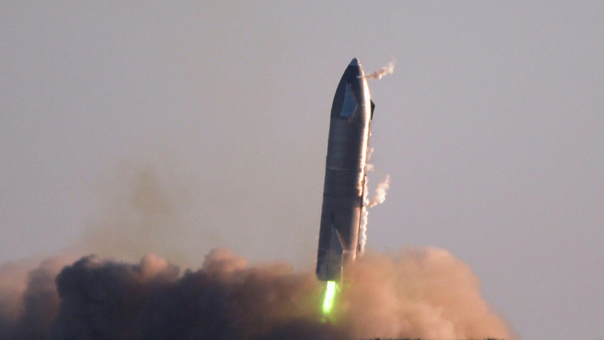 Сверхтяжелая ракета Starship SN8 компании SpaceX перед взрывом во время попытки обратной посадки в Бока-Чика - РИА Новости, 1920, 10.12.2020