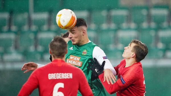 Rapid Wien's Austrian forward Ercan Kara and Molde's Norwegian defender Marcus Holmgren Pedersen vie for the ball during the UEFA Europa League Group B football match between SK Rapid Wien and Molde FK at the Weststadion in Vienna on December 10, 2020. (Photo by GEORG HOCHMUTH / APA / AFP) / AUSTRIA OUT