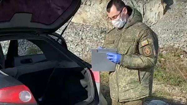 СК показал видео осмотра машины обвиняемого в двойном убийстве на Кубани