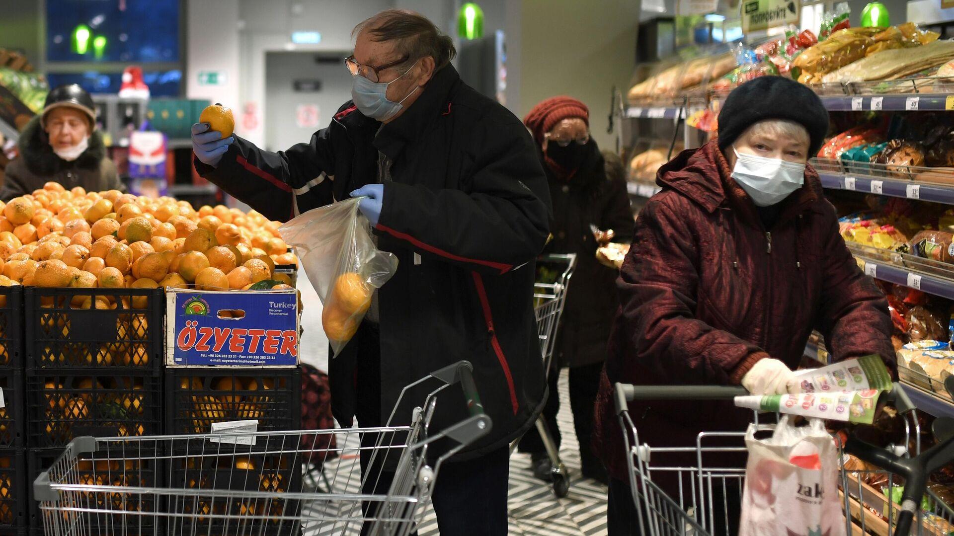 Предновогодняя торговля в магазине Пятерочка - РИА Новости, 1920, 25.01.2021