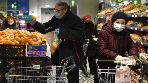 Предновогодняя торговля в магазине Пятерочка