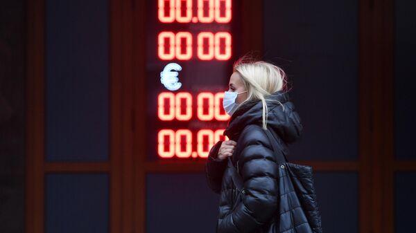 Официальный курс евро на среду снизился на 12 копеек