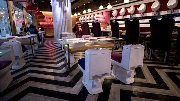 Ресторан с сиденьями в виде унитазов в Шанхае