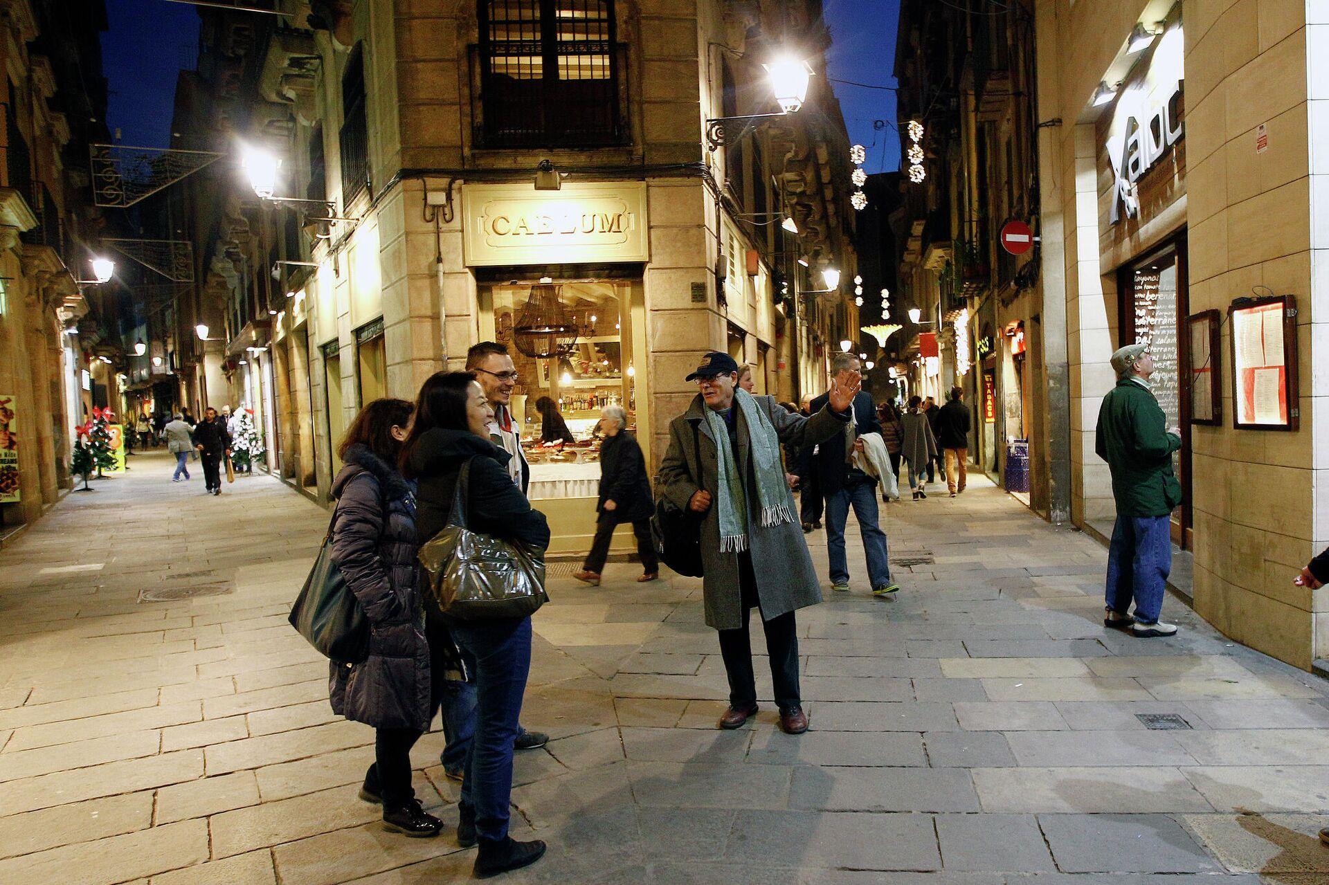 Экскурсия The Hidden City Tours, показывающая город глазами бездомного, в Барселоне - РИА Новости, 1920, 16.12.2020
