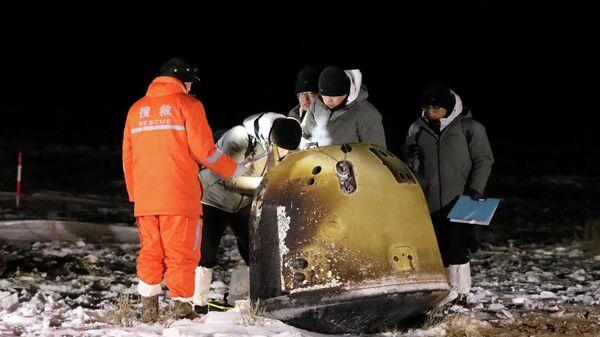 Капсула китайского зонда Чанъэ-5 с образцами лунного грунта после приземления
