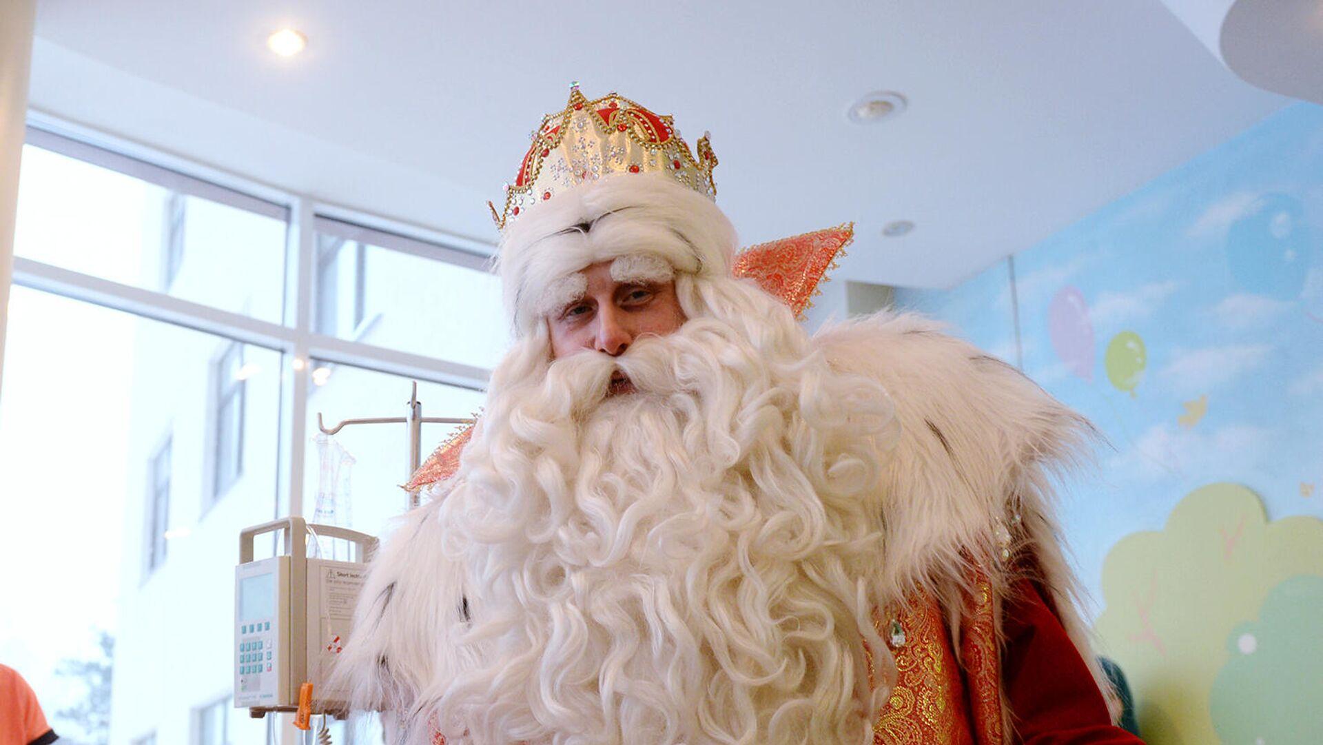 Героический Дед Мороз помогает людям, борющимся с инсультом - РИА Новости, 1920, 04.06.2021