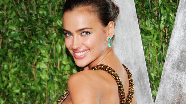 Ирина Шейк на вечеринке Vanity Fair в честь премии Оскар в Западном Голливуде