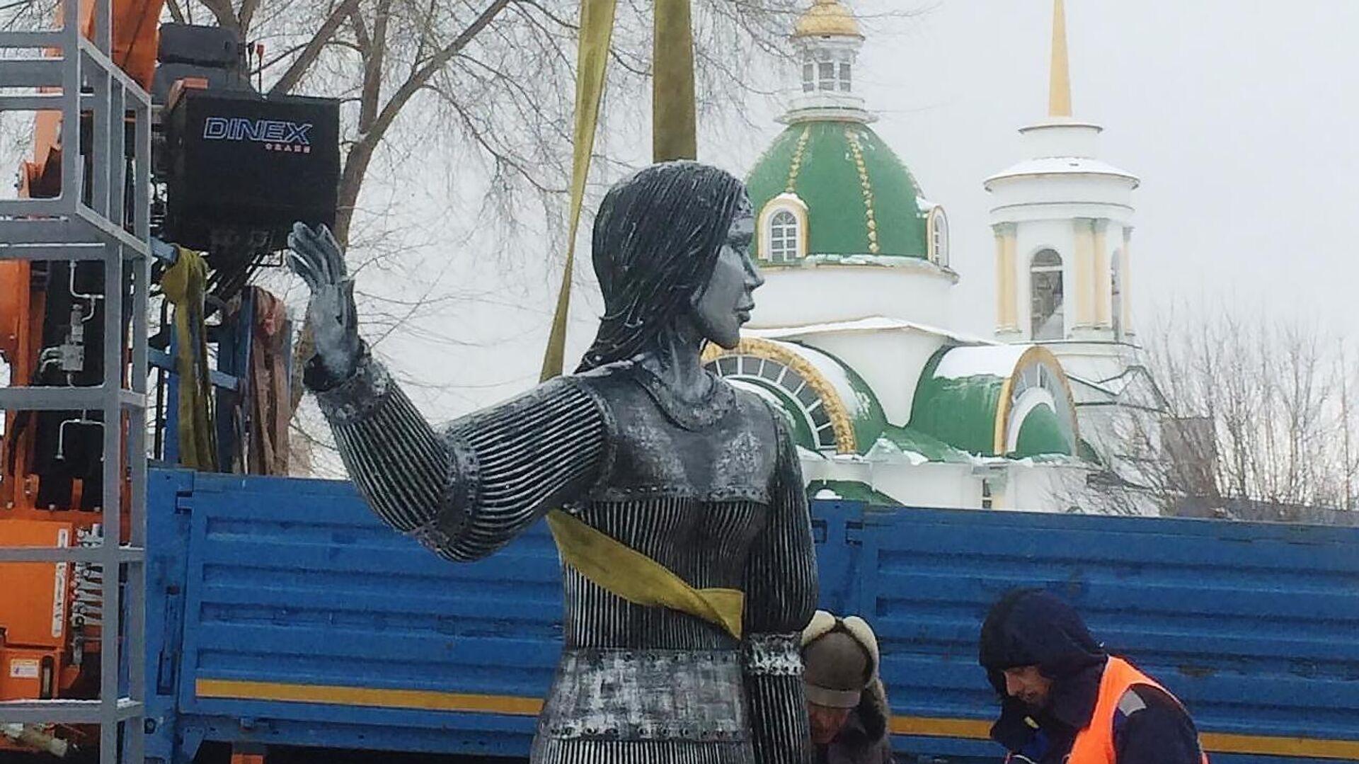 Демонтаж памятника Аленке в Нововоронеже - РИА Новости, 1920, 11.01.2021
