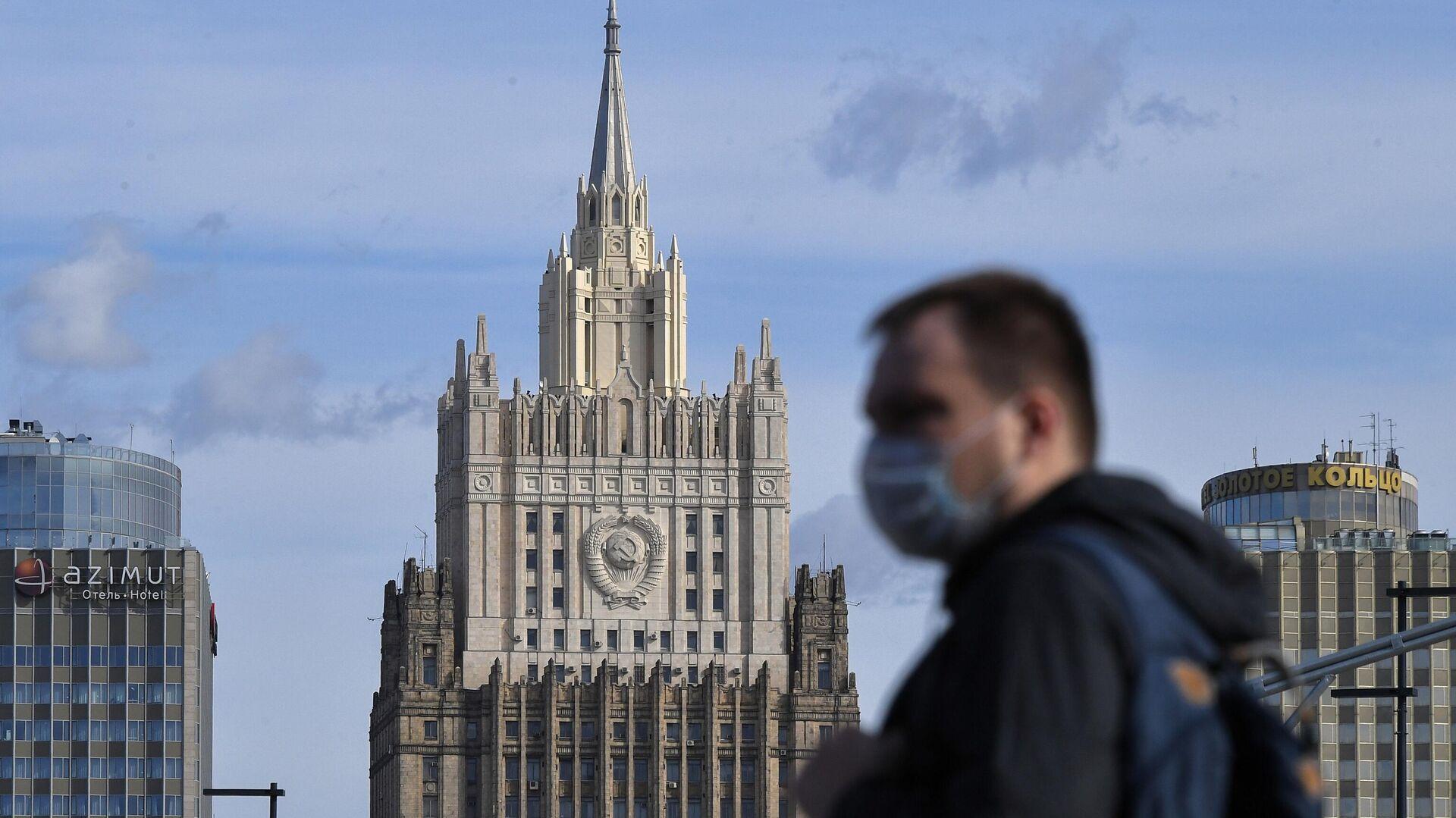 Человек в маске - РИА Новости, 1920, 13.05.2021
