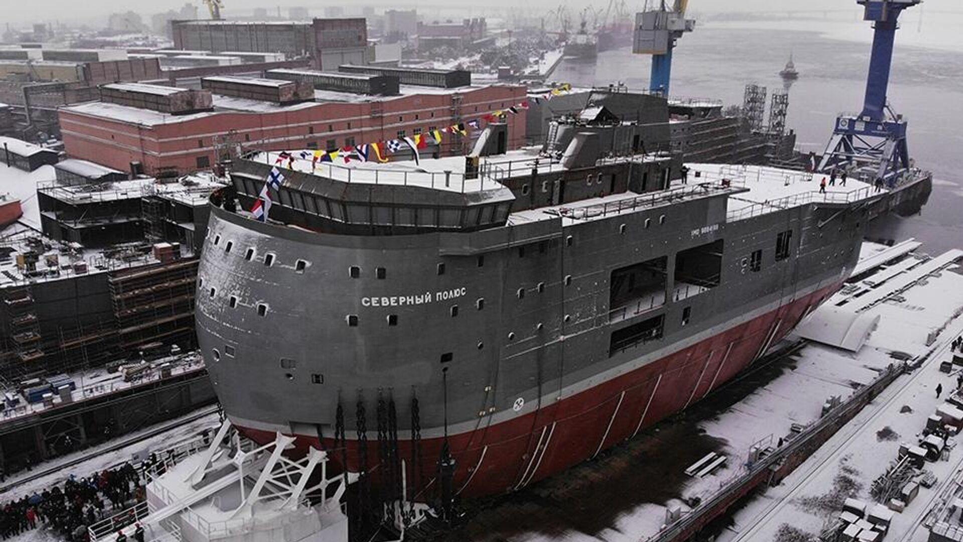 Церемония спуска на воду ледостойкой самодвижущейся платформы Северный полюс - РИА Новости, 1920, 24.12.2020