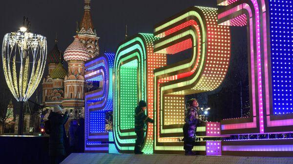 Новогодняя инсталляция в парке Зарядье в Москве