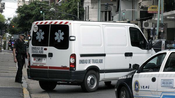 Скорая помощь и сотрудник полиции в Буэнос-Айресе