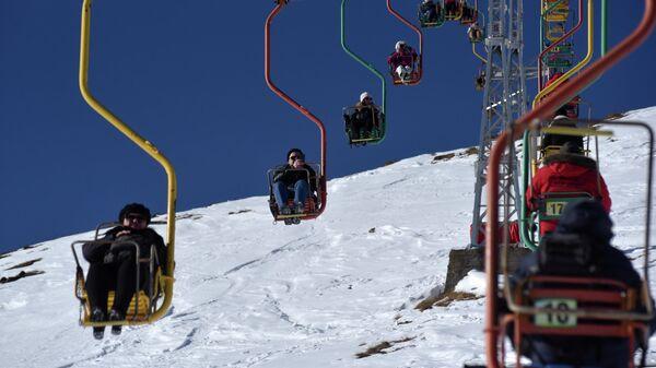 Отдыхающие на горнолыжном курорте Приэльбрусье в Кабардино-Балкарской республике