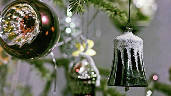 Елка, украшенная к Новому году